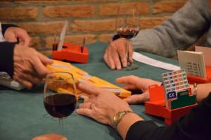 Bij Bridgeclub Ootmarsum wordt fanatiek gespeeld, zonder het mes op tafel....